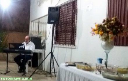 Juscelino Garani apresentando no aniversário de sua irmã Aurora